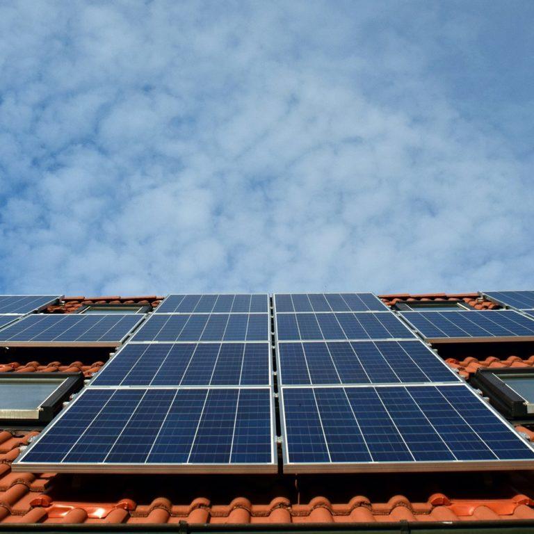 Sekonds elektriker installerar dina solcellsanläggning