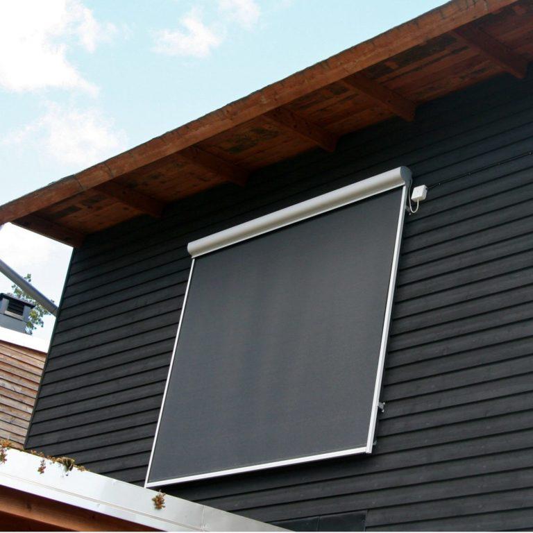 Screenmarkisen är ett solskydd som monteras framför fönstret