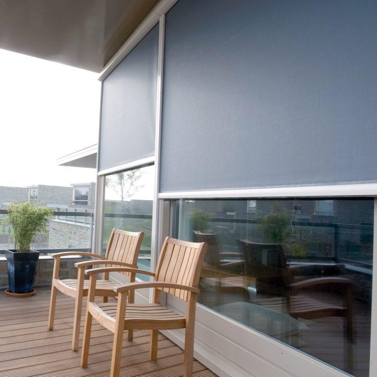 Zipscreen är ett solskydd som monteras på fönsterkarmen