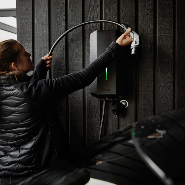 Din elektriker i Uddevalla när du ska installera en laddbox eller laddstolpe.
